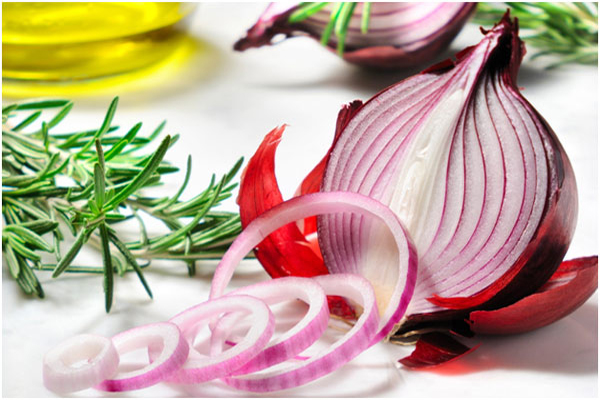 how-to-make-onion-juice-for-strengthening-and-fast-hair-growth1