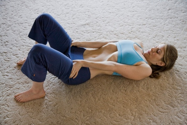 vacuum-in-the-belly-get-a-thinner-waist-and-flat-stomach-with-this-simple-exercise