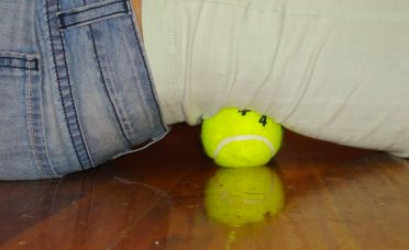 tennis-ball-trick-can-relieve-back-neck-knee-pain-seconds