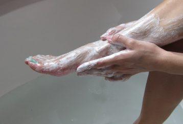 rubs-baking-soda-feet-2x-per-week-result-stunning